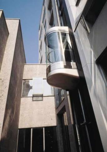 Listino prezzi ascensori esterni good un altro esempio offerto da kone alta di kone la linea di - Ascensore esterno costo ...
